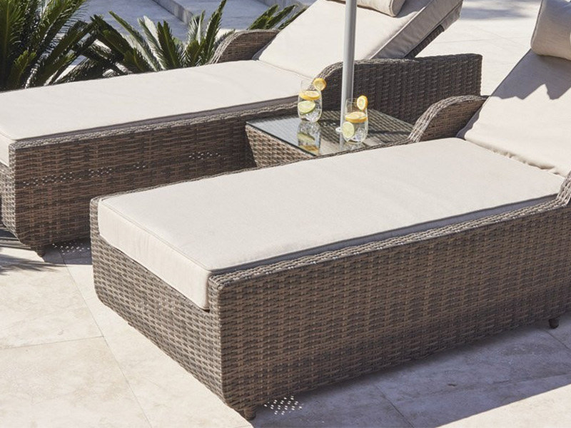 Rattan sun lounge chair